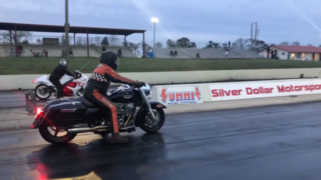 Drag Race: Harley-Davidson Destroys a Suzuki Hayabusa in a Quarter Mile 4