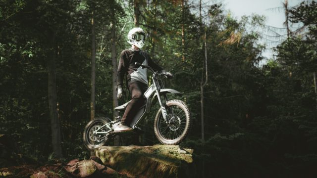 Half bike, Half Scooter - Full Time Electric Motorcycle Blasts Through Dirt Tracks 1