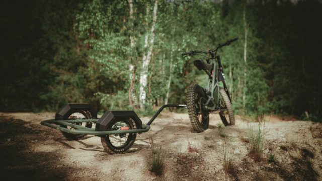 Half bike, Half Scooter - Full Time Electric Motorcycle Blasts Through Dirt Tracks 14