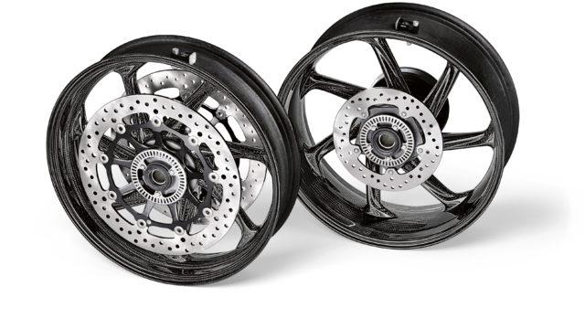 BMW S1000RR Comes Now with Carbon Fiber Wheels 3