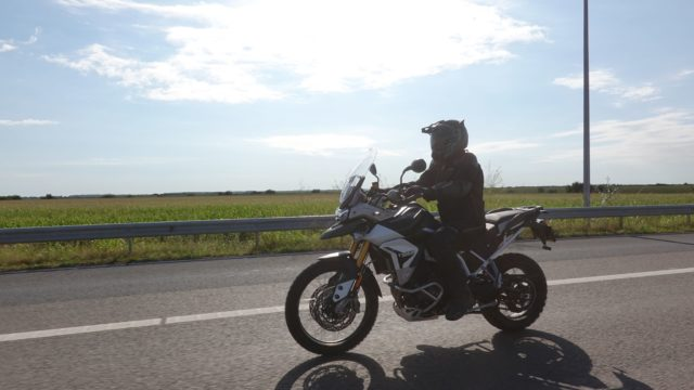2020 Triumph Tiger 900 Rally Pro. On-Road and Off-Road Review 10