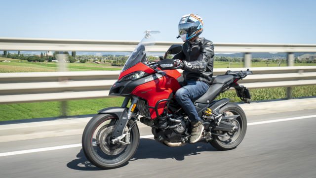 BMW F900XR vs. Ducati Multistrada 950S 3