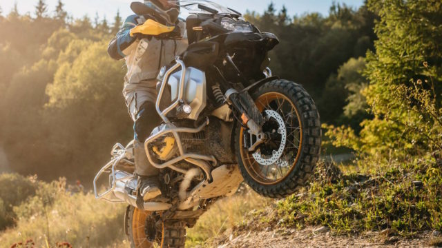 This is the 2021 BMW R1250GS/GSA: Adaptive Headlight, Heated Seat, New Color 40