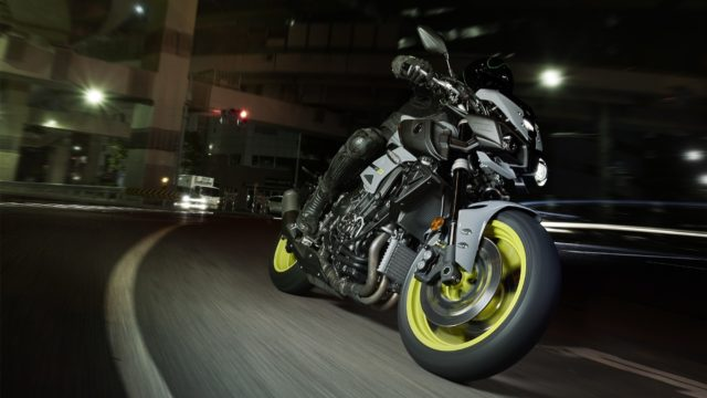 Yamaha MT-10. R1 derived street-fighter - tech specs and photo gallery 1