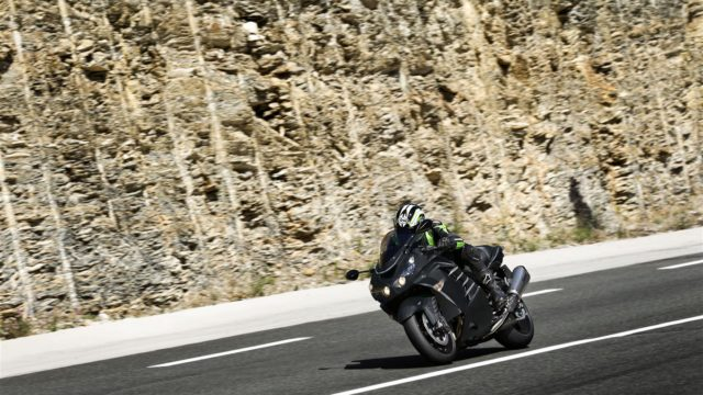 Kawasaki ZZR 1400 updated for 2016. Euro 4 compliant thrill seeker 2