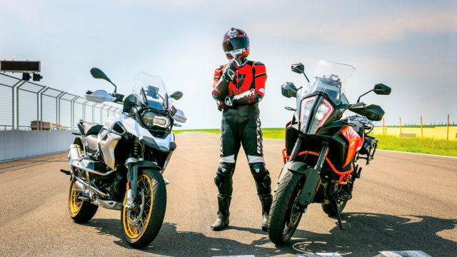 BMW R1250GS vs. KTM 1290 Super Adventure S. Which one is Faster? 1