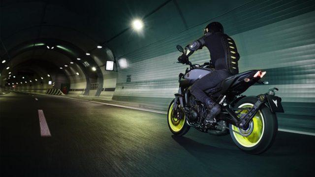 2017 Yamaha MT 09 EU Night Fluo Action 004