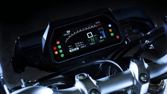 2017 Yamaha MT10DX EU Silver Blu Carbon Detail 004