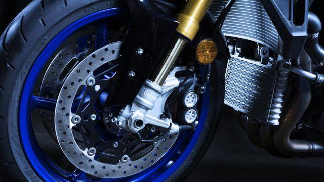 2017 Yamaha MT10DX EU Silver Blu Carbon Detail 010