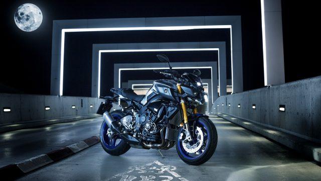 2017 Yamaha MT10DX EU Silver Blu Carbon Static 001