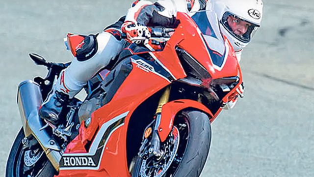 Honda sharpens the Fireblade. Will it match the superbike leaders? 2