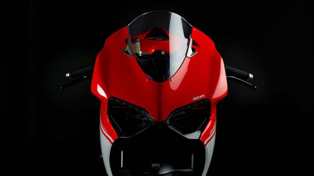220hp & 150kg - The Amazing Superbike 1