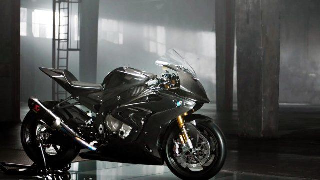 BMW HP4 Race Carbon Fiber Superbike. A closer look 1