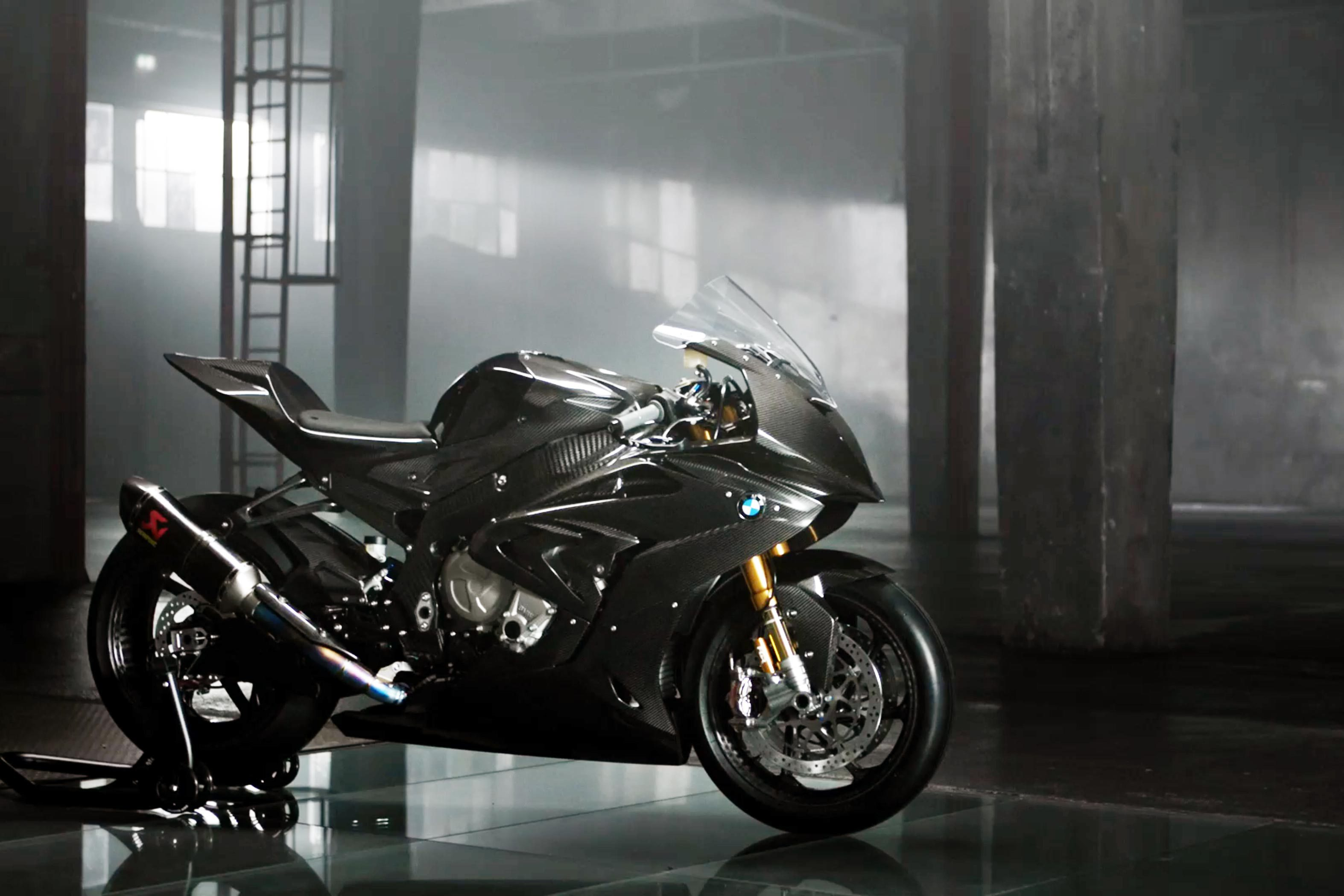 Bmw Hp4 Race Carbon Fiber Superbike A Closer Look Drivemag Riders