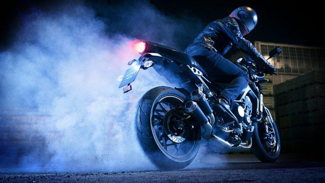 2017 Yamaha XSR900 Abarth EU Nimbus Grey Action 002