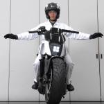 Honda's Self-Balancing Bike Follows You Like a Dog 7