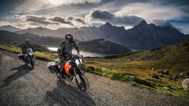 159205_KTM 1290 SUPER ADVENTURE S _ KTM 1090 ADVENTURE MY 2017 (1)