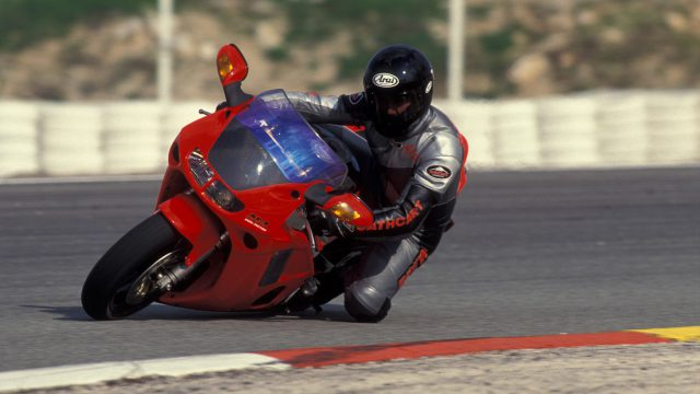 Honda NR750 RC40 Test: Unaffordable Excellence 1