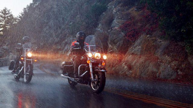 h d_rainsuits_action