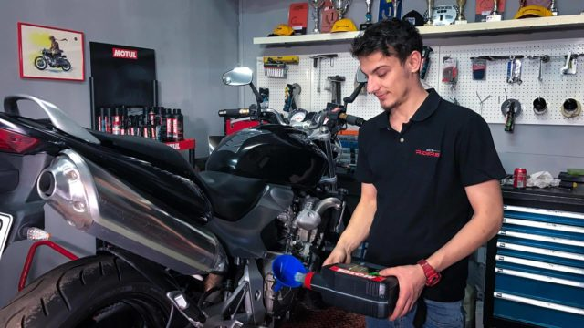 Motorcycle Oil Change - Video Guide 1