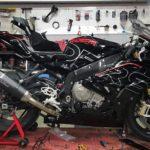 2017 BMW S1000RR Long-Term Test : Fairings Install + Frame Protections & Dash Frame 3