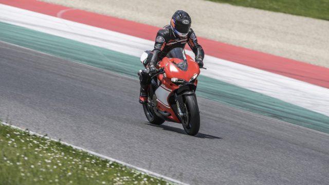 Ducati_superleggera_Action_Riders16
