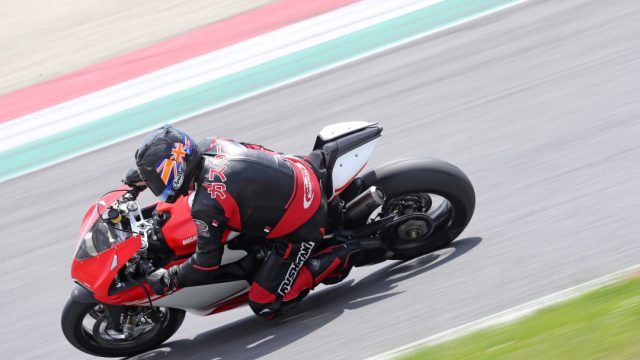 Ducati_superleggera_Action_Riders22