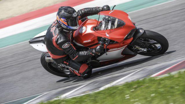 Ducati_superleggera_Action_Riders4
