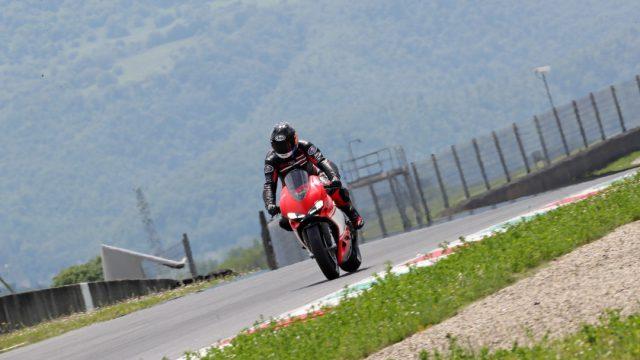 Ducati_superleggera_Action_Riders63