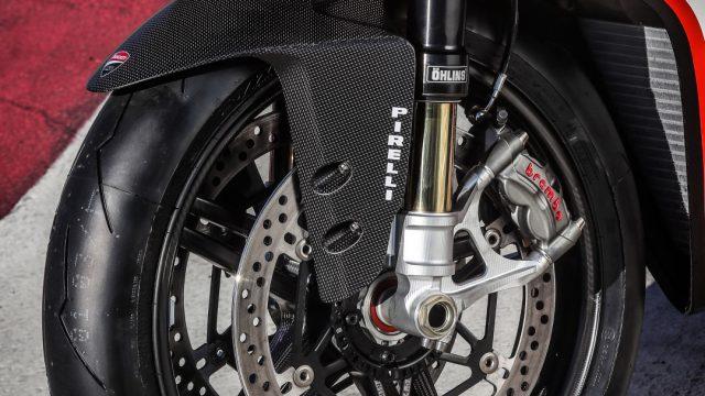 Ducati_superleggera_riders47