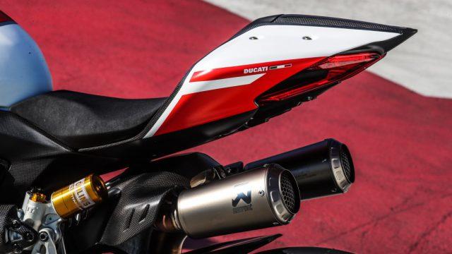 Ducati_superleggera_riders51