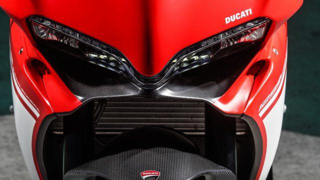 Ducati_superleggera_riders57