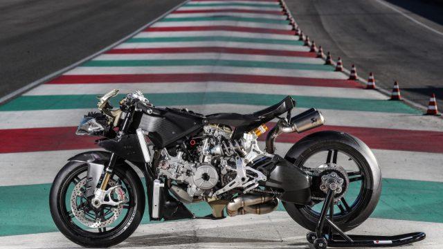 Ducati_superleggera_riders62
