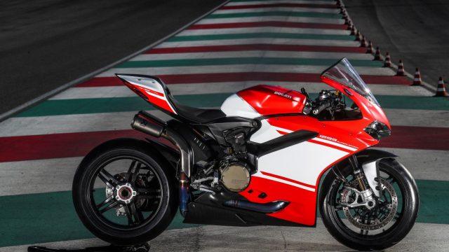 Ducati_superleggera_riders67