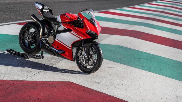 Ducati_superleggera_riders72