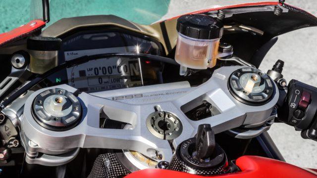 Ducati_superleggera_riders8