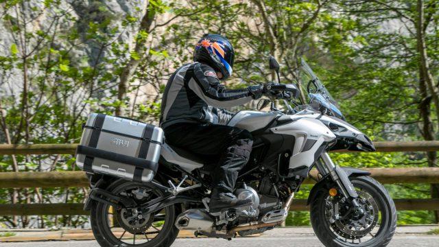 Riders_benelliTRK5028