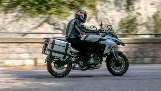 Riders_benelliTRK5029