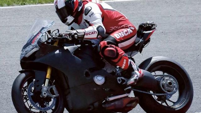 Ducati V4 Superbike spied 1