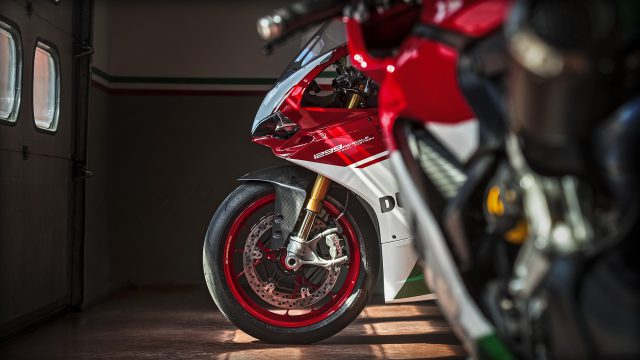 Panigale_Final Edition_2018_Ambience_FE_01_Gallery_1920x1080.mediagallery_output_image_[1920x1080]
