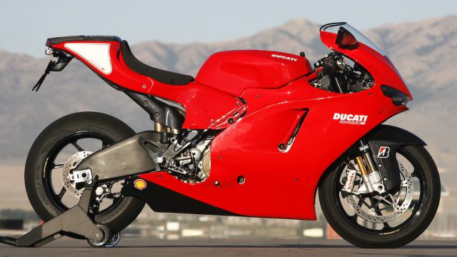 DUCATI DESMOSEDICI RR: Racer With Lights 1