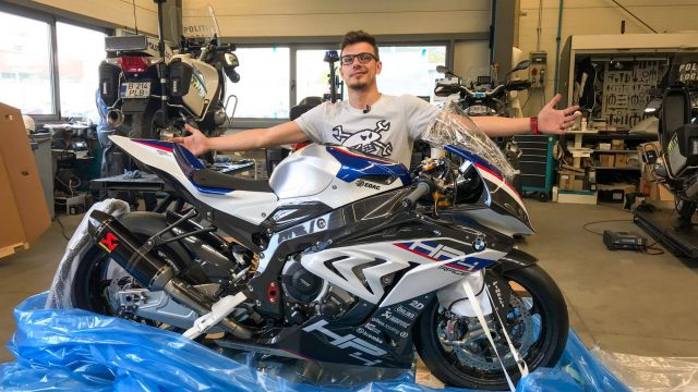 BMW HP4 Race unboxing and first start - Video 1