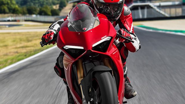 Panigale V4S Red MY18 01 Carousel Imgtext Comcept 677x740