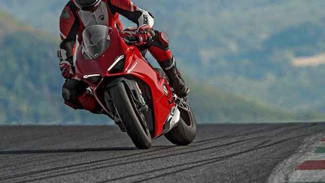 Panigale V4S Red MY18 01 Carousel Imgtext Sicurezza 677x740