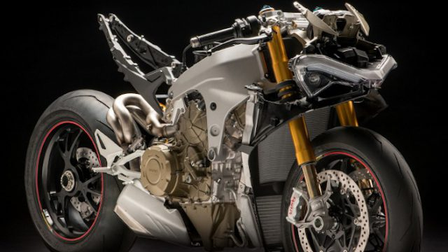 Panigale V4S naked MY18 02 Carousel Imgtext Tecnologia 677x740