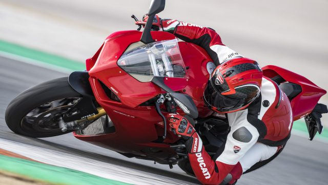 PANIGALE V4 ACTION 13.JPG