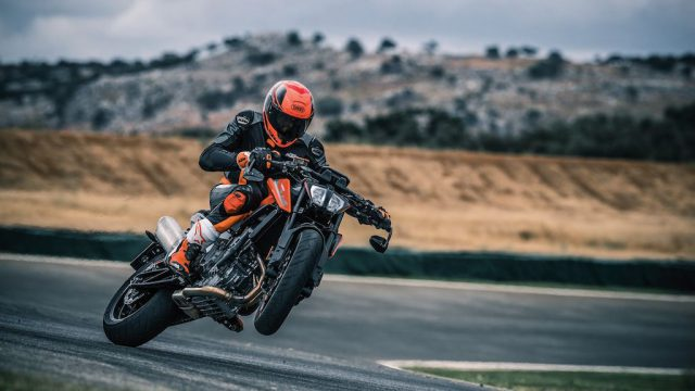 Action_KTM 790 DUKE MY2018_14