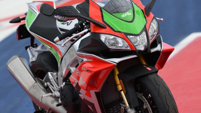 Aprilia RSV4 RF LE - MotoGP inspired winglets claimed the first victim 2