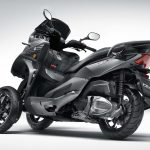 Quadro QV3 leaning scooter looks like a better alternative to Yamaha' Niken 3