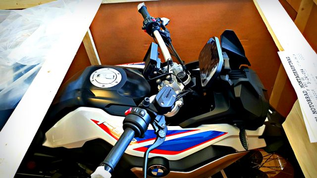 New BMW F850GS - Unboxing & Engine Start-up 1